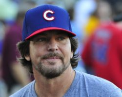 Watch Eddie Vedder Sing a Chicago Cubs Jingle